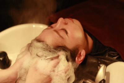 エクラの自慢のダウンライトのyumeシャンプー台でする極上のヘッドスパ