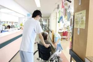 介護福祉士兼美容師エクラスタッフ宇留嶋竜一
